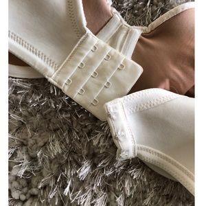 Vanity Fair Intimates & Sleepwear - Vanity Fair Full Coverage Bra Size 36DD